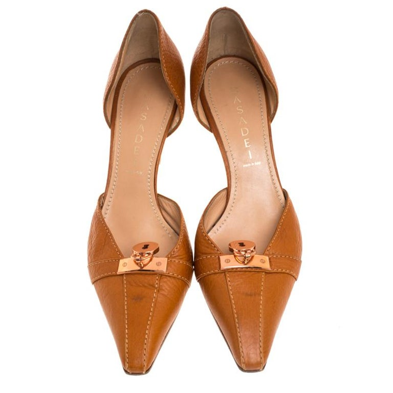 Casadei Brown Leather Padlock Detail Half D'orsay Pumps Size 37.5 In Good Condition For Sale In Dubai, Al Qouz 2