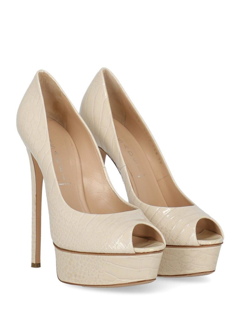 Shoe, leather, crocodile print, patent, open toe, branded insole, leather insole, stiletto heel, high heel.  Includes: - Box - Dust bag  Product Condition: Very Good Sole: visible signs of use. Upper: negligible stains. Insole: negligible generic