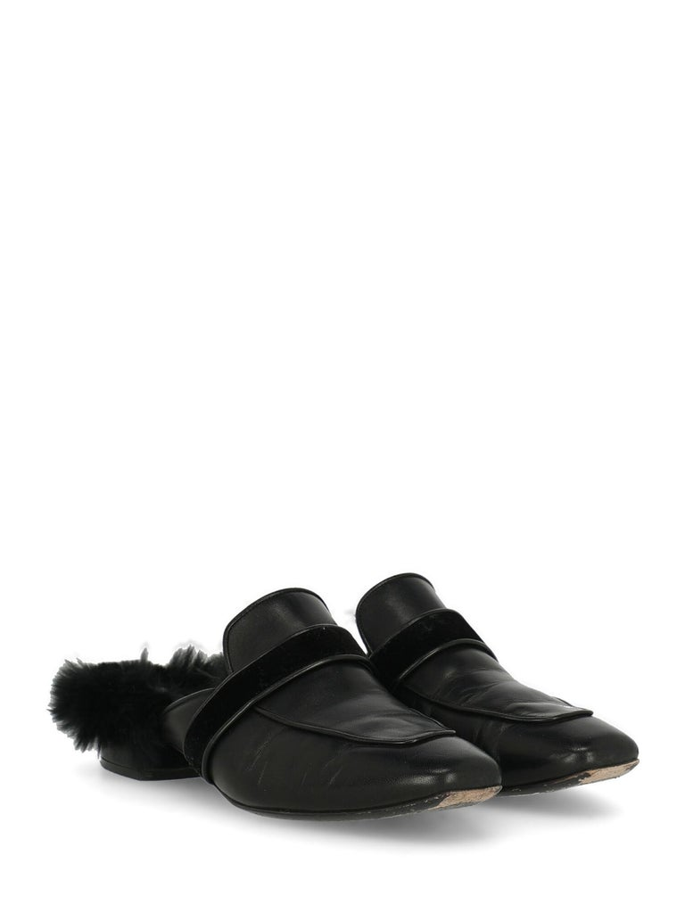 Shoe, leather, solid color, backless design, square toe, branded insole, low and flat heel, fur trim.  Includes: - Box  Product Condition: Very Good Sole: visible signs of use. Upper: negligible scuffing, visible wrinkling. Insole: visible