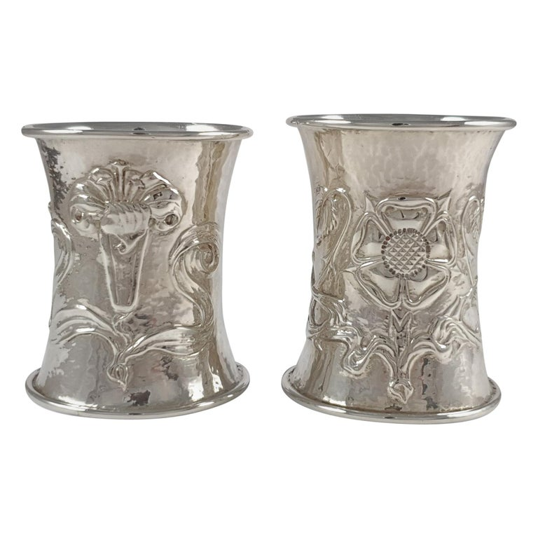 Cased Pair of Arts & Crafts Silver Napkin Rings, Omar Ramsden & Alwyn Carr, 1916 For Sale