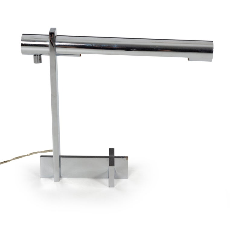 Casella desk lamp, chrome plated with T-base and cantilevered light source.