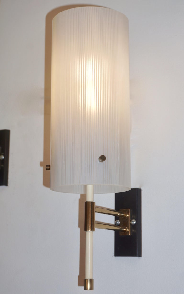 Rare Mid-Century Modern glass sconce, entirely handcrafted in Italy by Casey Fantin, Florence, a wonderful example of Minimalist midcentury Italian design. High quality of manufacturing with slender cylindrical shade (9.5 in. height x 4.5 diameter),