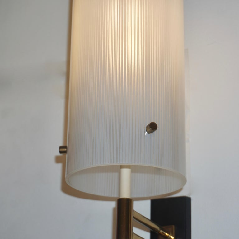 20th Century Casey Fantin 1950s Italian Modernist White Striped Frosted Glass Wall Light For Sale