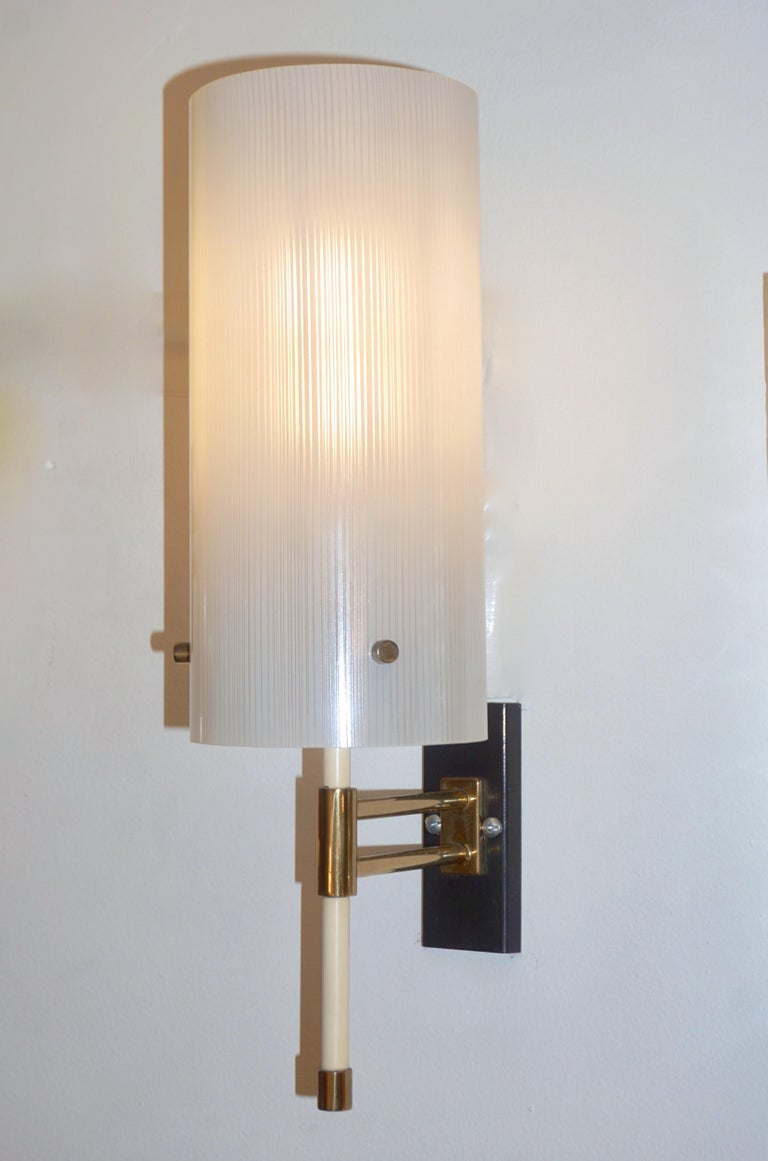 Casey Fantin 1950s Italian Modernist White Striped Frosted Glass Wall Light For Sale 2