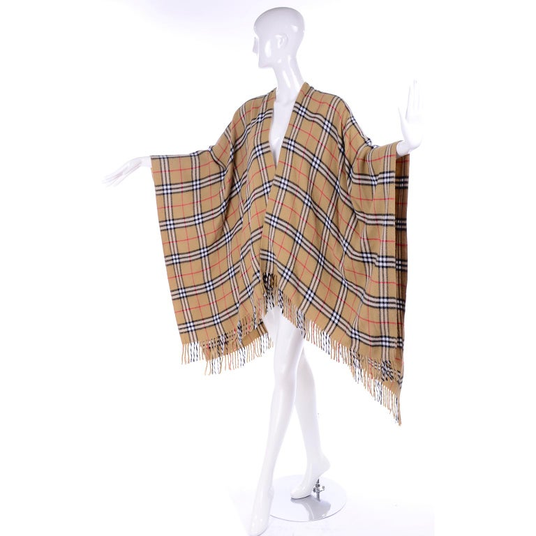 Cashmere Wool Blend Burberrys Vintage Nova Check Cape With Fringe In Good Condition For Sale In Portland, OR