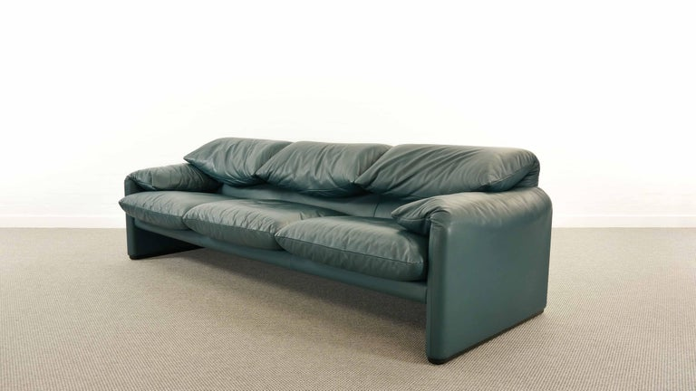 Cassina Maralunga 3-Seat Sofa by Vico Magistretti in Petrol-Darkgreen Leather In Good Condition For Sale In Halle, DE