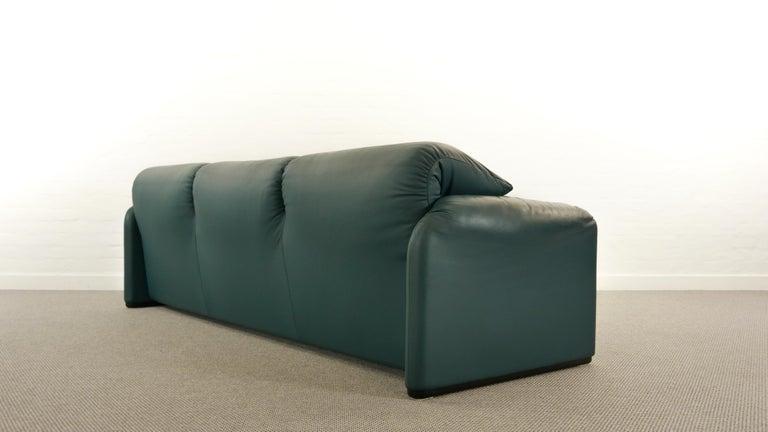 Cassina Maralunga 3-Seat Sofa by Vico Magistretti in Petrol-Darkgreen Leather For Sale 3
