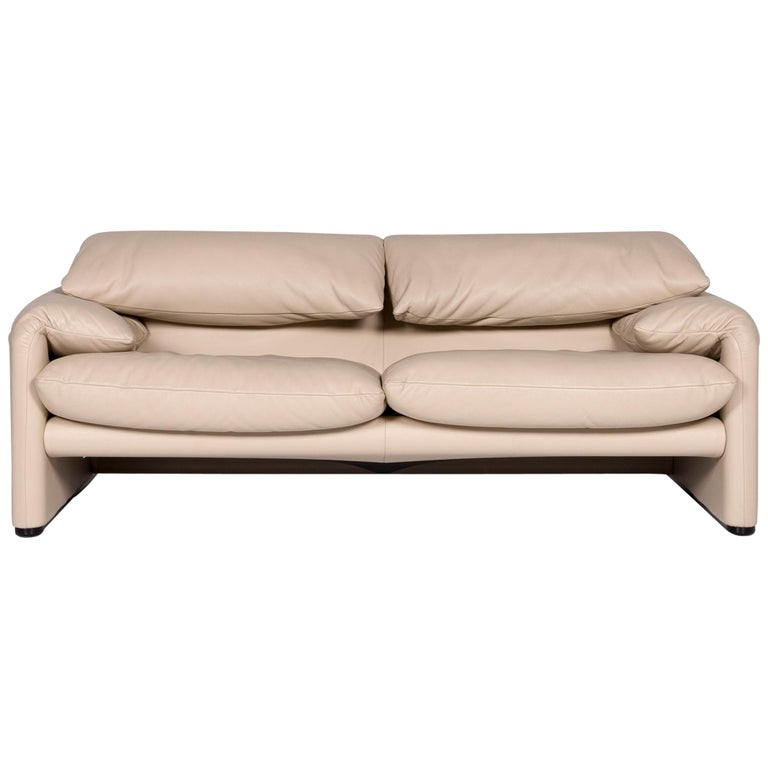 Vico Magistretti for Cassina Maralunga two-seater couch, 21st century, offered by Revive Interior GmbH