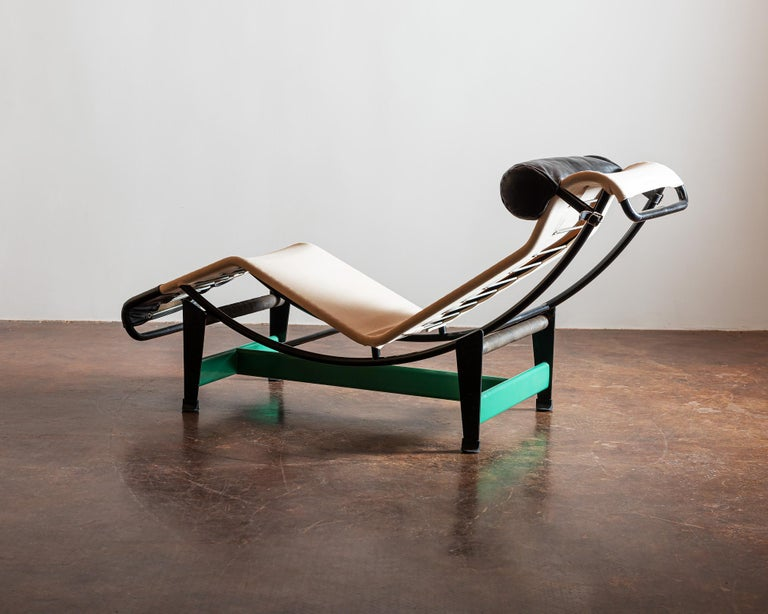 Cassina Re-edition Le Corbusier LC4 Chaise with Green Base In Good Condition In Santa Fe, NM