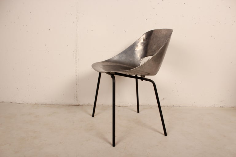 Mid-20th Century Cast Aluminium Tulip Chair by Pierre Guariche for Steiner, France, 1954 For Sale