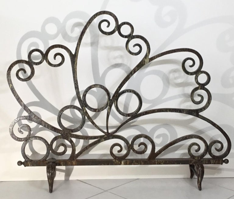 Elegant fireplace screen artistically made by the artist from combining cast and wrought iron together to make beautiful fireplace screen that can be use on two sides, very nice soft patina, the screen is treated and sealed for rust. Great object of