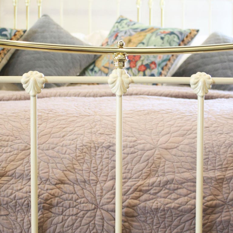 Cast Iron and Brass Bed in Cream, MSK59 In Excellent Condition For Sale In Wrexham, GB