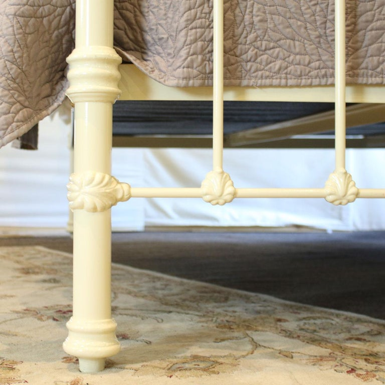 19th Century Cast Iron and Brass Bed in Cream, MSK59 For Sale