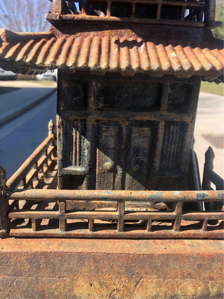 Cast Iron Pagoda In Good Condition For Sale In Charleston, SC