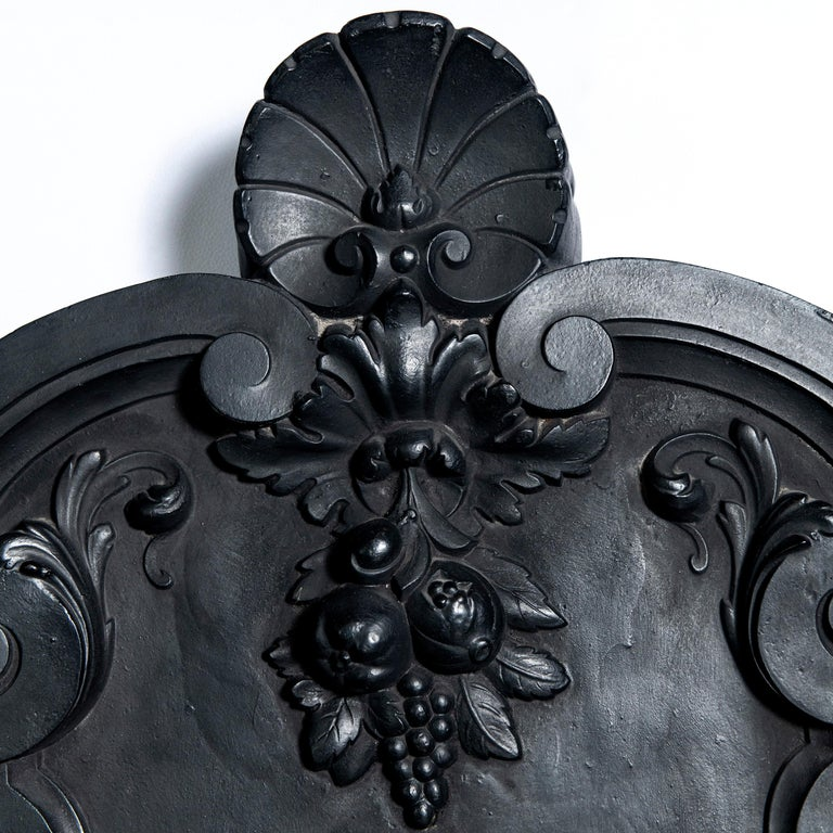 Cast Iron Wall Fountain Signed by Val D´osne, France, Late 19th Century In Good Condition For Sale In Buenos Aires, Buenos Aires
