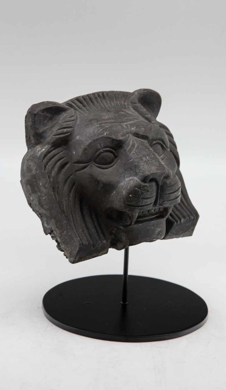 Cast Metal Lion Head In Excellent Condition For Sale In New York, NY