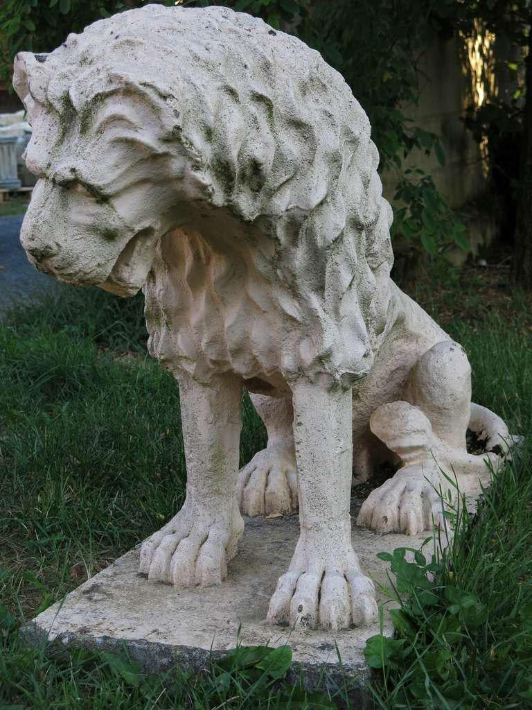 Rare statue of a Renaissance style Lion statue in cast-stone, 20th century. After the style of the artist Antonio Canova art works. Great conservation of the original condition. It was displayed in a garden. Available right now from our warehouse in
