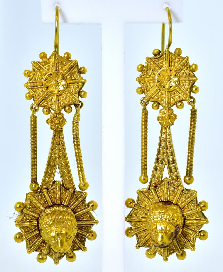 Castillani Etruscan Revival Pendant or Brooch and Matching Earrings, circa 1860 In Good Condition For Sale In Aspen, CO