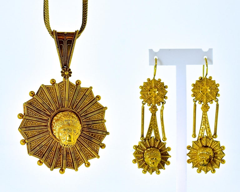 Women's or Men's Castillani Etruscan Revival Pendant or Brooch and Matching Earrings, circa 1860 For Sale