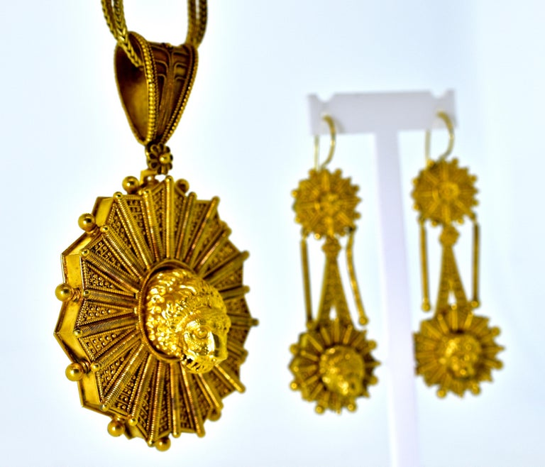 Castillani Etruscan Revival Pendant or Brooch and Matching Earrings, circa 1860 For Sale 1