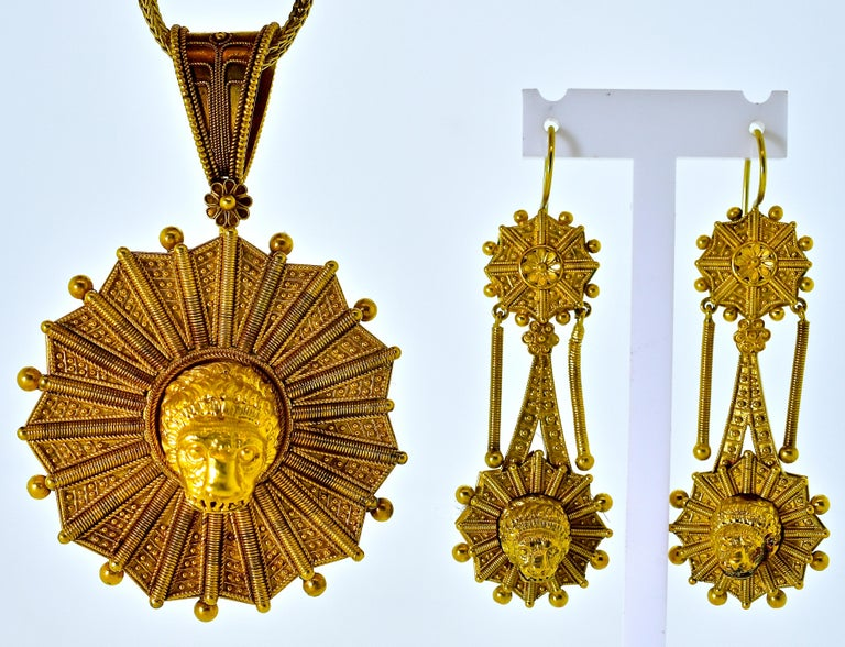 Castillani Etruscan Revival Pendant or Brooch and Matching Earrings, circa 1860 For Sale 2