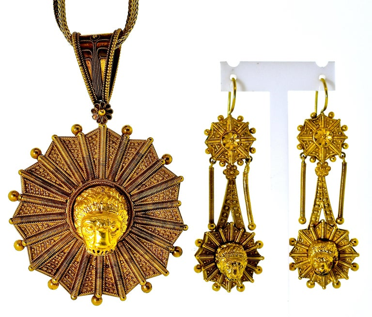 Castillani Etruscan Revival Pendant or Brooch and Matching Earrings, circa 1860 For Sale 3