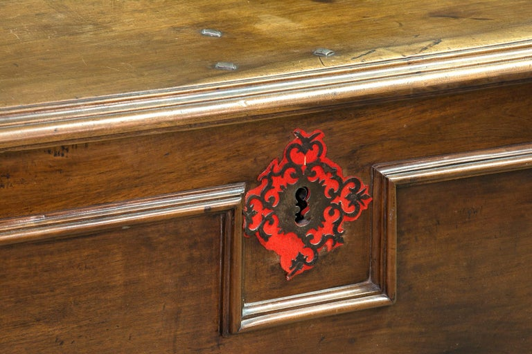 Castillian Chest, Walnut, Textile, Wrought Iron, Spain, 17th Century In Good Condition For Sale In Madrid, ES