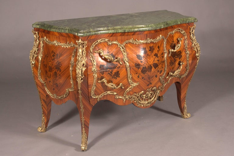 Castleworthy French Chest of Drawers in Louis XVI Style Baroque In Good Condition For Sale In Berlin, DE