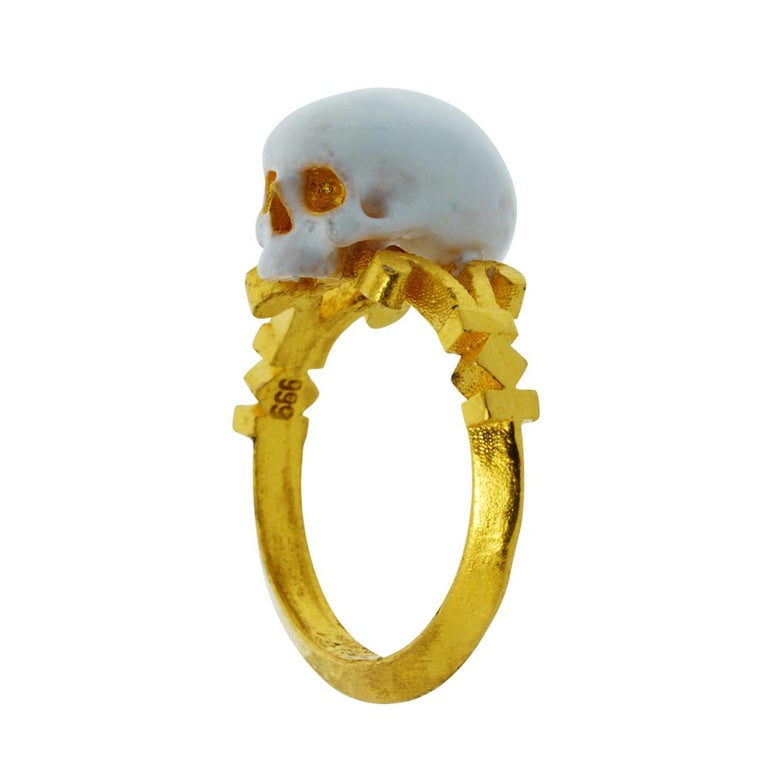 Catacomb Saint Skull Ring in 24 Karat Yellow Gold and Enamel For Sale 1