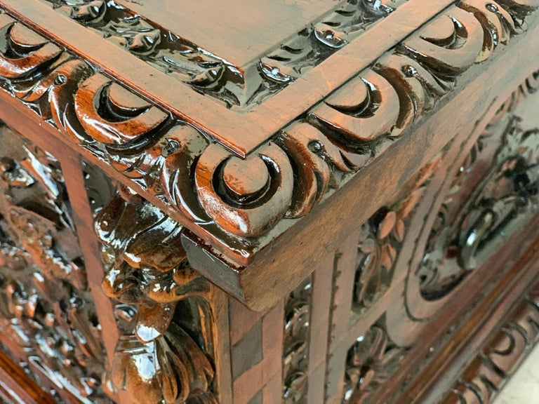 Catalan Baroque Carved Walnut Cassone or Trunk, 18th Century For Sale 5