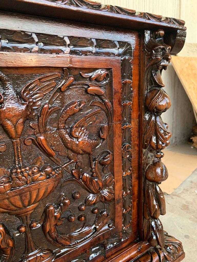 Catalan Baroque Carved Walnut Cassone or Trunk, 18th Century For Sale 4