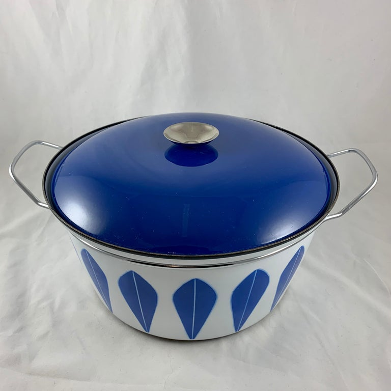An enamelware Lotus pattern Dutch oven manufactured by the Norwegian manufacturer Cathrineholm. Cathrineholm operated from 1907-1970. The popular Lotus line was designed by Grete Prytz Kittelsen and produced during the early to mid-1960s.  Cobalt