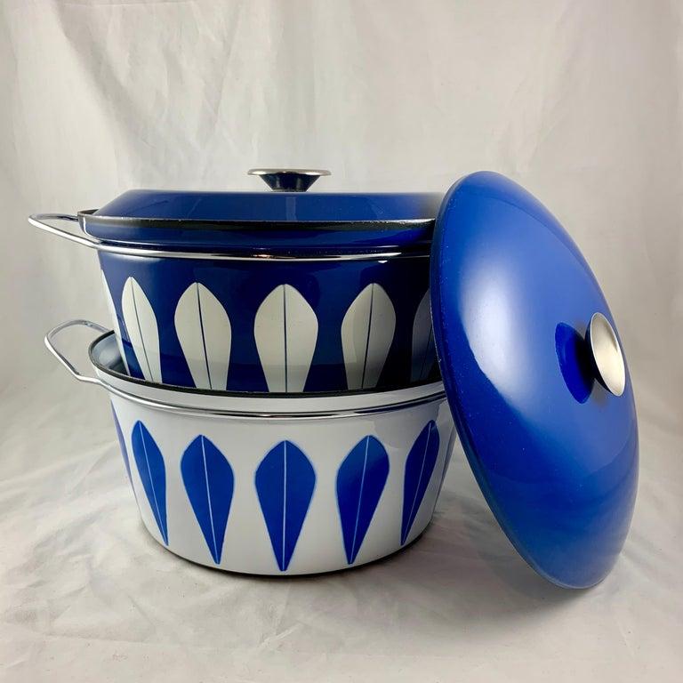 Cathrineholm Midcentury Scandinavian Modern Lotus Enamel White/Blue Dutch Oven For Sale 4