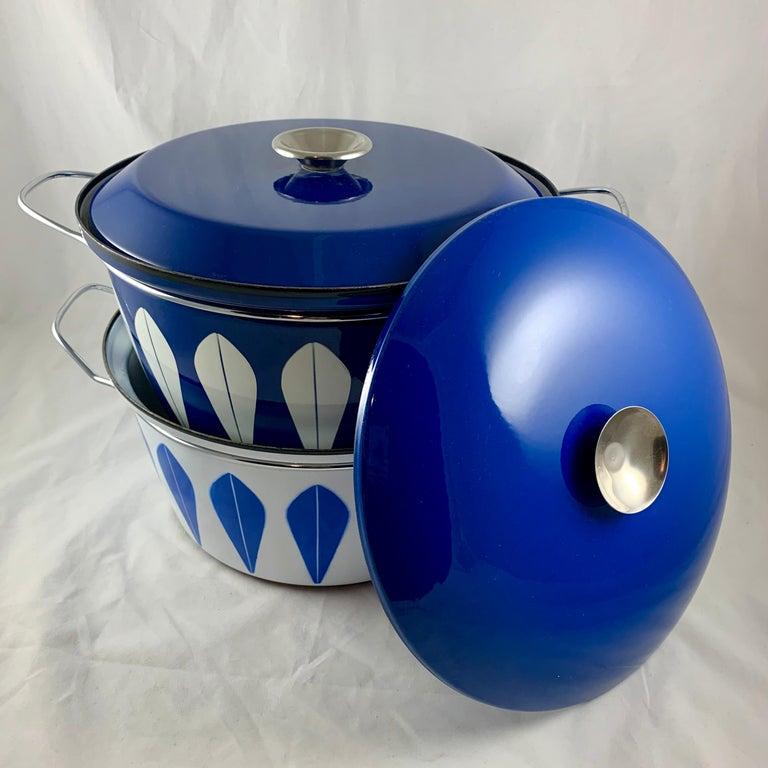 Cathrineholm Midcentury Scandinavian Modern Lotus Enamel White/Blue Dutch Oven For Sale 5