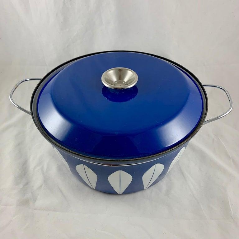 Norwegian Cathrineholm Midcentury Scandinavian Modern Lotus Enamel White/Blue Dutch Oven For Sale