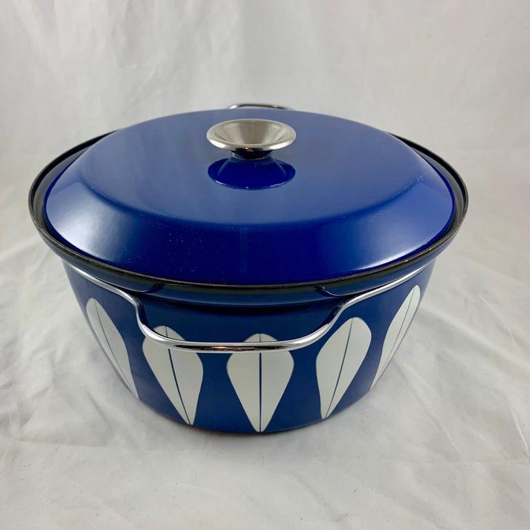 Enameled Cathrineholm Midcentury Scandinavian Modern Lotus Enamel White/Blue Dutch Oven For Sale