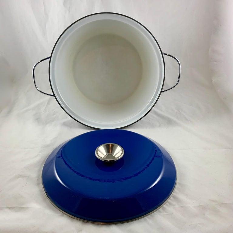 Cathrineholm Midcentury Scandinavian Modern Lotus Enamel White/Blue Dutch Oven In Good Condition For Sale In Philadelphia, PA