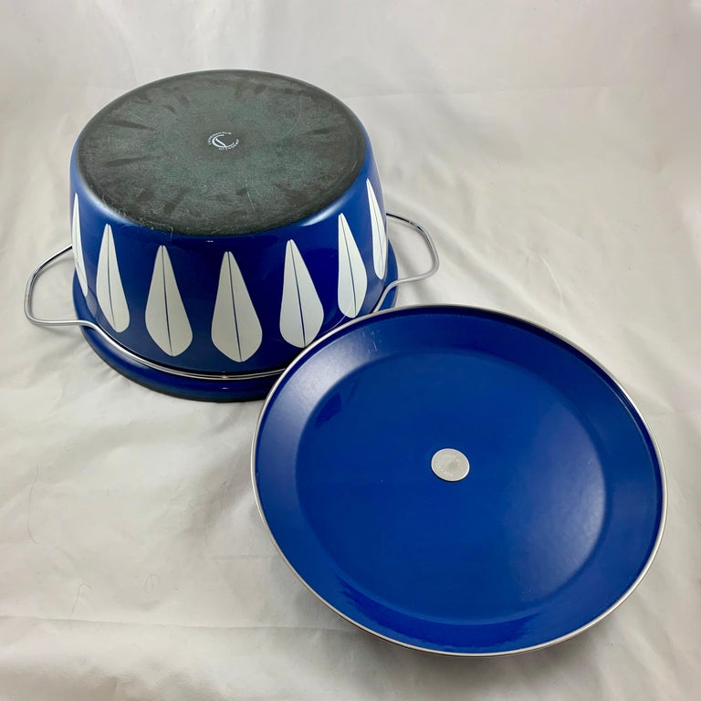 Cathrineholm Midcentury Scandinavian Modern Lotus Enamel White/Blue Dutch Oven For Sale 1