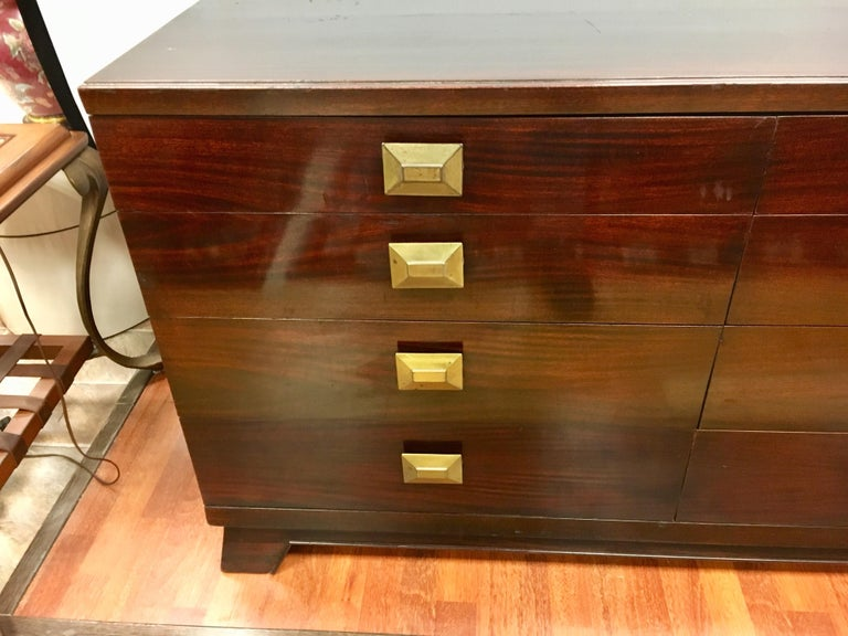 Cavalier Mid-Century Modern Mahogany Eight-Drawer Dresser Chest In Good Condition For Sale In West Hartford, CT