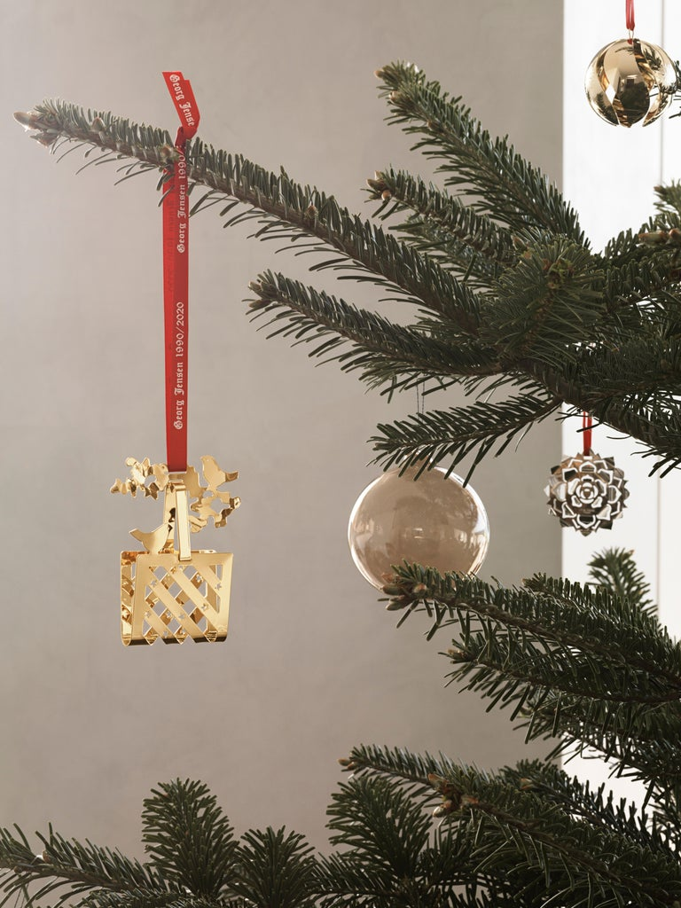 Contemporary CC 2020 Holiday Ornament Ice Rosette Palladium For Sale