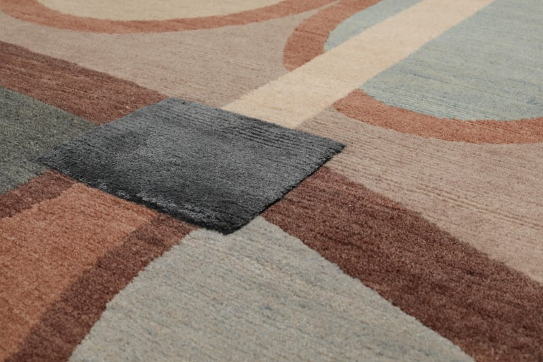 Hand knotted in the cc-tapis atelier in Kathmandu, Nepal. The rug is made with a cotton weave, a Himalayan wool and pure silk, coming from the areas surrounding the atelier. 125.000 individual knots per square meter approximately. The sale of every