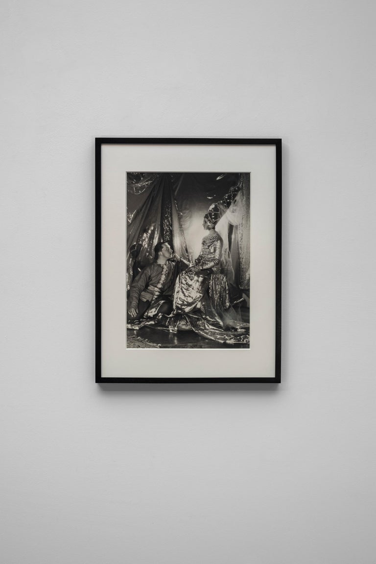 Baba Beaton and Prince Galitzine, 1927 - Cecil Beaton (Portrait Photography) For Sale 2
