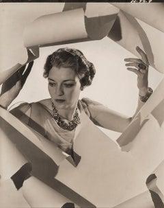 Mrs Mona Williams, 1936 - Cecil Beaton (Fashion Portrait Photography)