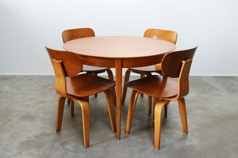 Wonderful Dutch design dining room set designed by Cees Braakman for UMS Pastoe 1952. The set consists of four iconic SB02 birch teak chairs and a matching TB05 teak extendable round table in teak and birch. Set is in great vintage condition with