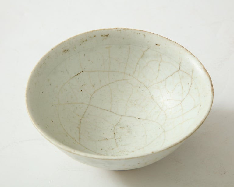 Celadon Porcelain Bowl, Attributed to Chosen Period, Korea In Good Condition For Sale In Brooklyn, NY