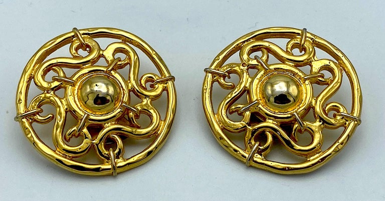 Celine 1990s Large Round Gold Openwork Button Earrings In Good Condition For Sale In New York, NY