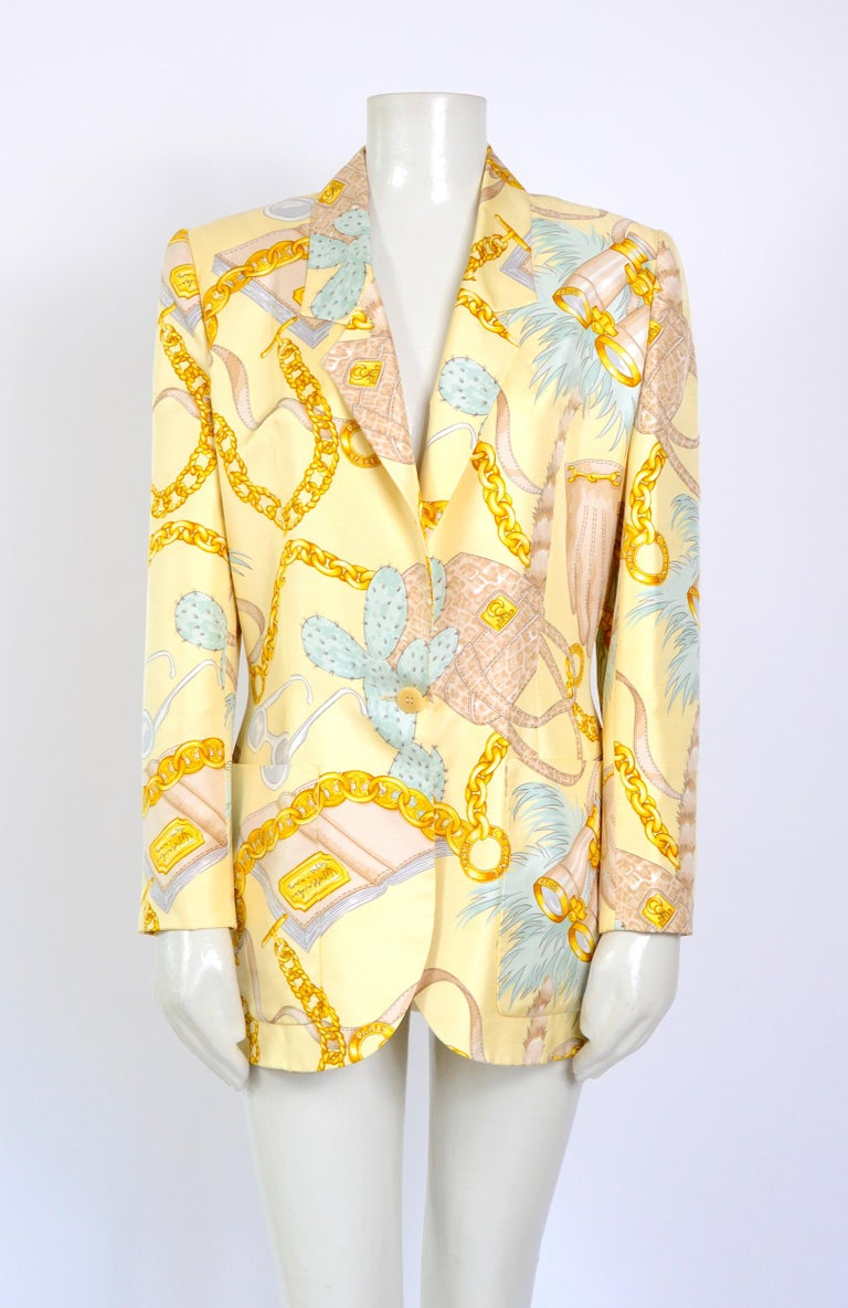 Celine vintage silk signed spectacular print jacket. Measurements are taken flat: Sh to Sh 16,5inch/42cm - Ua to Ua 20inch/51cm(x2) - Waist 17inch43cm(x2) - Hip 20,5inch/52cm(x2) - Sleeve 23inch/58cm - Total Length 29,5inch/75cm