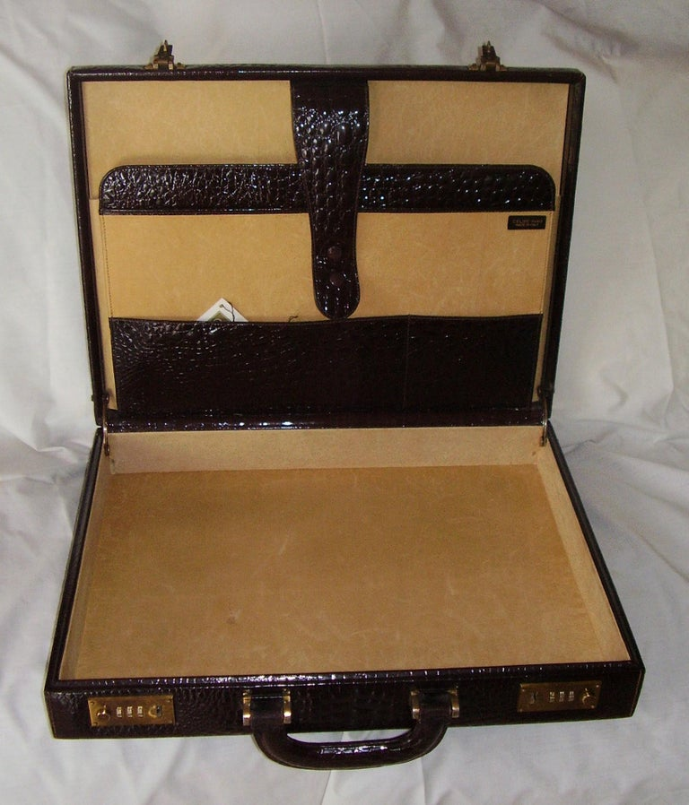 CÉLINE 24-hour briefcase in wild burgundy brown crocodile leather.  Size cm: 32 x 42 x 8.