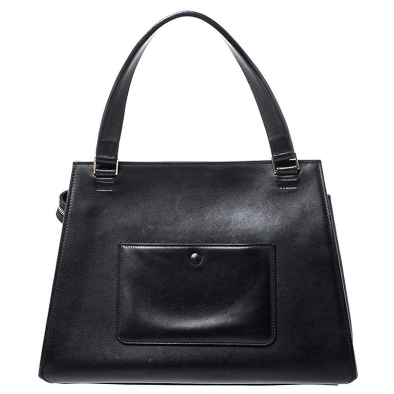 This Celine Edge bag is not only visually magnificent but also functional. It has been crafted from leather and styled with a silhouette that is classy and posh. The beige bag has a top handle and a top zipper that reveals a spacious interior. The