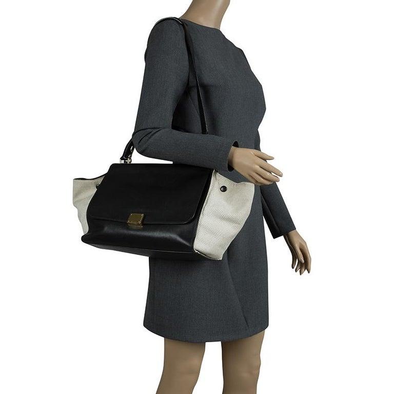 Celine Black/Beige Leather and Canvas Medium Trapeze Bag In Good Condition For Sale In Dubai, Al Qouz 2